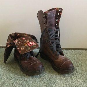 Dr. Martens Triumph Floral boots